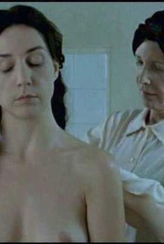Голая Эльза Зильберштейн в фильме «Маленький Иерусалим», 2005