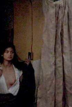 Голая Эльпидия Каррильо в сериале «Граница», 2008