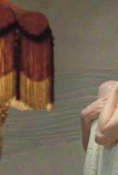 Голая Эми Адамс в фильме «Мисс Петтигрю», 2007