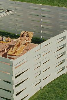 Голая Эми Ландекер в фильме «Серьёзный человек», 2009