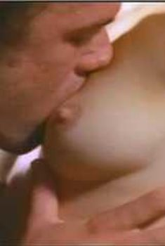 Голая Эми Линдсей в сериале «Эротические признания», 1994