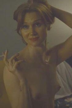 Голая Эми Слоун в фильме «Единственный выстрел», 2013