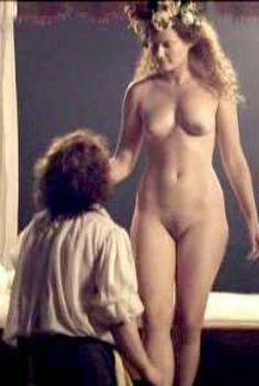 Голая Эмили Холмс в фильме «Тайны «Ночного дозора»», 2007