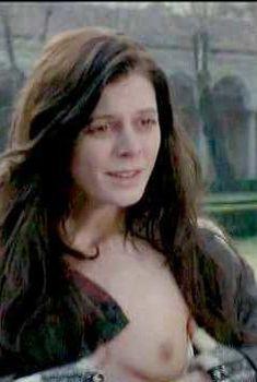 Эмилия Фокс снялась голой в фильме «Сабина», 2002