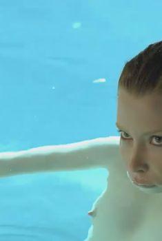 Голая Эмма Бут в фильме «Отклонение», 2011