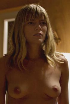 Голая Эмма Гринвелл в сериале «Путь», 2016
