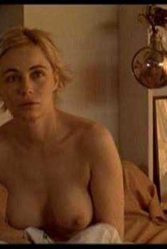 Эммануэль Беар снялась голой в фильме «Свидетели», 2007