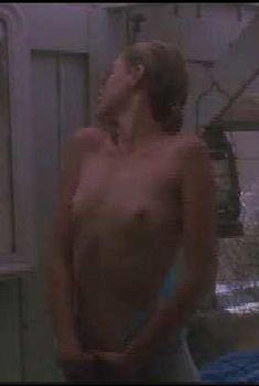 Голая Эммануэль Беар в фильме «Первые желания», 1983