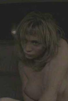 Голая Эммануэль Беар в фильме «Преступление», 2006
