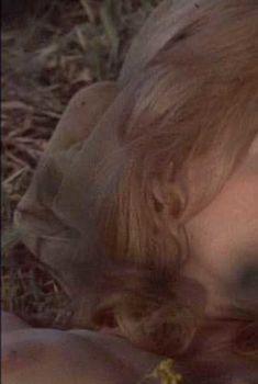 Голая Энджи Дикинсон в фильме «Сэм Виски», 1969