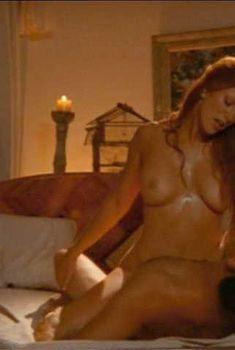 Голая грудь Энджи Эверхарт в фильме Sexual Predator, 2001