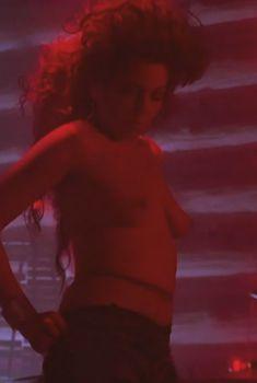 Голая Энн Гэйбис в фильме «Твин Пикс. Сквозь огонь», 1992