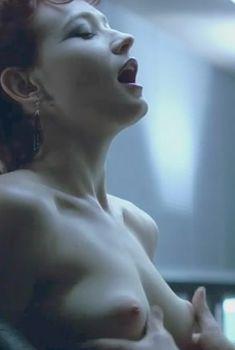 Голая Энн Магнусон в фильме «Голод», 2008