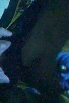 Голая Эрика Хоуп в фильме «Кровавый день рождения», 1981
