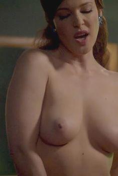 Голая Эрин Каммингс в сериале «Мастера секса», 2013