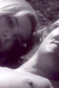 Голая Эсси Перссон в фильме «Тереза и Изабель», 1968