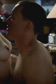 Голая Эш Халливуд в фильме «Маленькая мёртвая шапочка», 2016