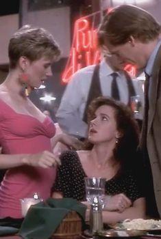 Голая Эшли Гарднер в фильме «Он сказал, она сказала», 1991