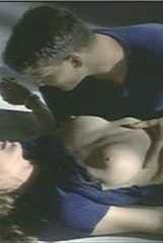 Голая Эшли Рей в сериале «Эротические признания», 1994