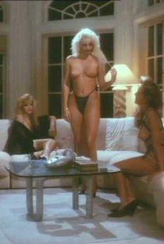 Голая Эшли Рей в фильме «Влияние тела», 1993
