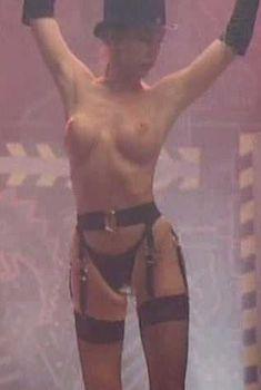 Голая Эшли Рей в фильме «Полуночный стриптиз», 1994