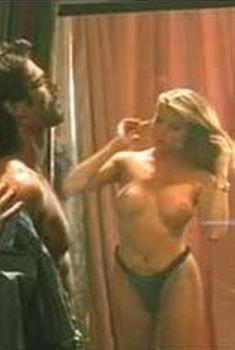 Голая Эшли Рей в фильме «Спасите! Умоляю!», 1994