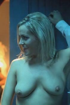 Голая Эшли Хаббард в фильме «Непревзойдённый», 2010