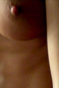 Эшлинн Йенни показала голые сиськи в сериале «Без Комплексов», 2011