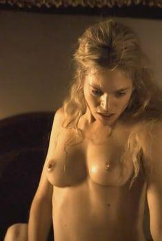 Голая Юли Энгельбрехт в фильме «Странствующая блудница. Предсказание», 2012