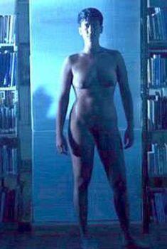 Голая к.д. лэнг в фильме «Ягода-морошка», 1991