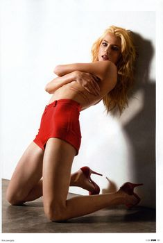 Секси Эмбер Хёрд в журнале FHM, Ноябрь 2009
