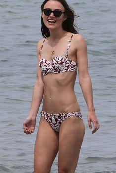 Кира Найтли в бикини на острове Корсика, 09.05.2013