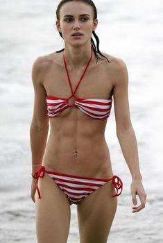 Худая Кира Найтли в купальнике на отдыхе в Гавайях, 07.01.2007