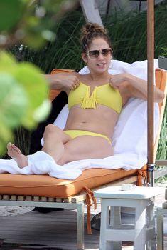 Дженнифер Лопес в бикини у бассейна, 30.08.2012