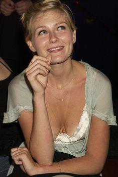 Соблазнительная грудь Кирстен Данст на афтепати после премьеры фильма «Послезавтра», 26.05.2004