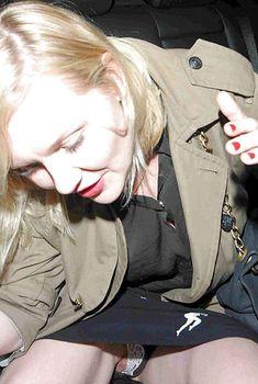 Засвет Кирстен Данст между ног, 12.11.2011