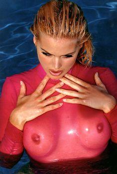 Виктория Сильвстедт в прозрачном розовом боди для эро фотосессии