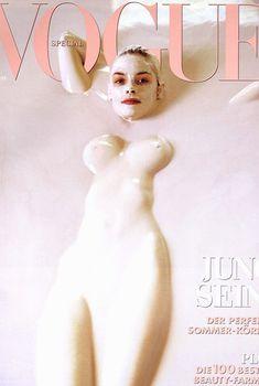 Джейми Кинг разделась для журнала Vogue, Март 1999