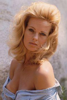 Полностью голая Энджел Томпкинс  в журнале Playboy, Октябрь 2010