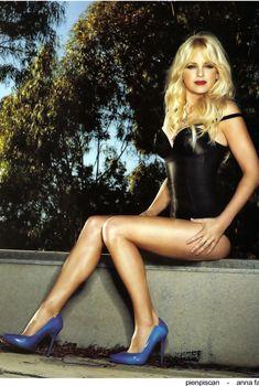 Стройные ножки Анны Фэрис  в журнале Arena, Апрель 2009