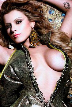 Горячая Барбара Де Росси обнажилась в журнале VIP, Июль 2010