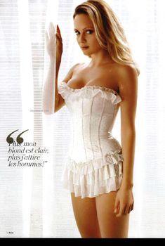 Сексуальная Беатрис Розен с открытым декольте в журнале FHM, Ноябрь 2009