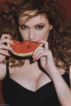 Открытое декольте Кристины Хендрикс на фото в журнале Esquire, Май 2010