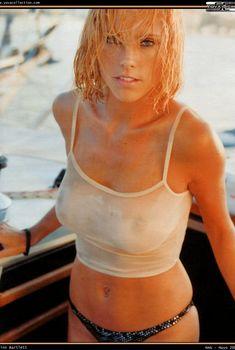 Красотка Эринн Бартлетт засветила голую грудь в журнале Man, Май 2003