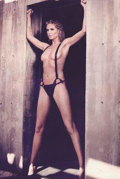 Эротическая фотосессия Хайди Клум в журнале DT, Февраль 2010