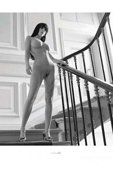 Абсолютно обнажённая Джейн Биркин снялась в журнале Playboy, Ноябрь 2009