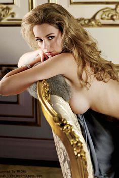 Шикарная Кили Хэзелл засветила грудь в журнале Maxim, Февраль 2010