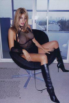 Эротичная Лайла Робертс засветила грудь в журнале M!, Ноябрь 2003