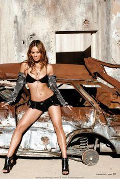 Сексуальная Мун Бладгуд в эротическом наряде для журнала Maxim, Ноябрь 2009