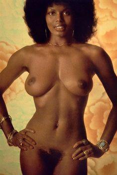 Абсолютно голая Азизи Джохари снялась в американском журнале Playboy, Июнь 1975